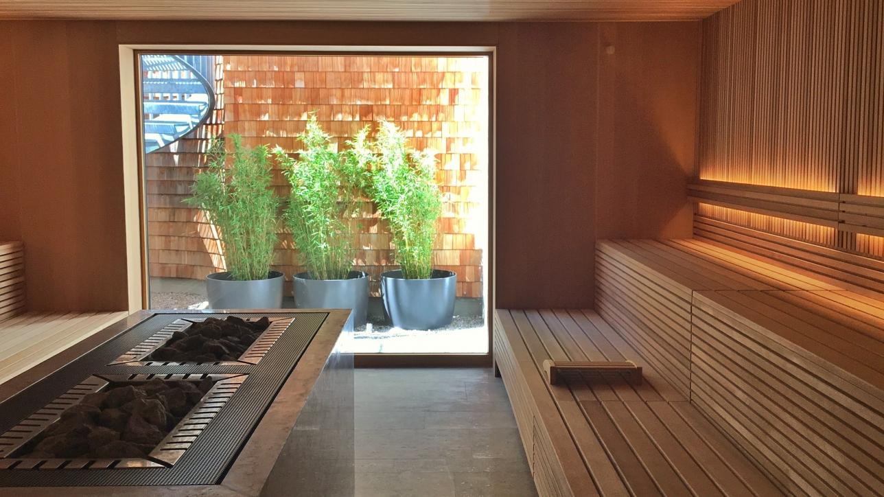 Die Sauna im Spa mit Blick nach draußen